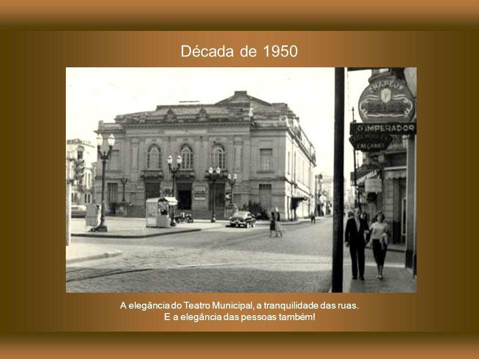 Década de 1930 A rua Treze de Maio.À direita a lateral do Teatro Municipal.