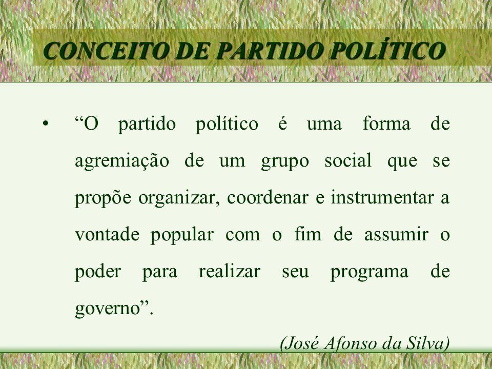 """CONCEITO DE PARTIDO POLÍTICO •""""O partido político é uma forma de agremiação de um grupo social que se propõe organizar, coordenar e instrumentar a von"""