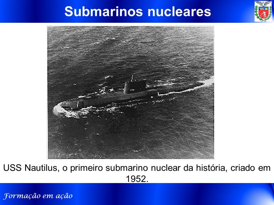 Formação em ação USS Nautilus, o primeiro submarino nuclear da história, criado em 1952.