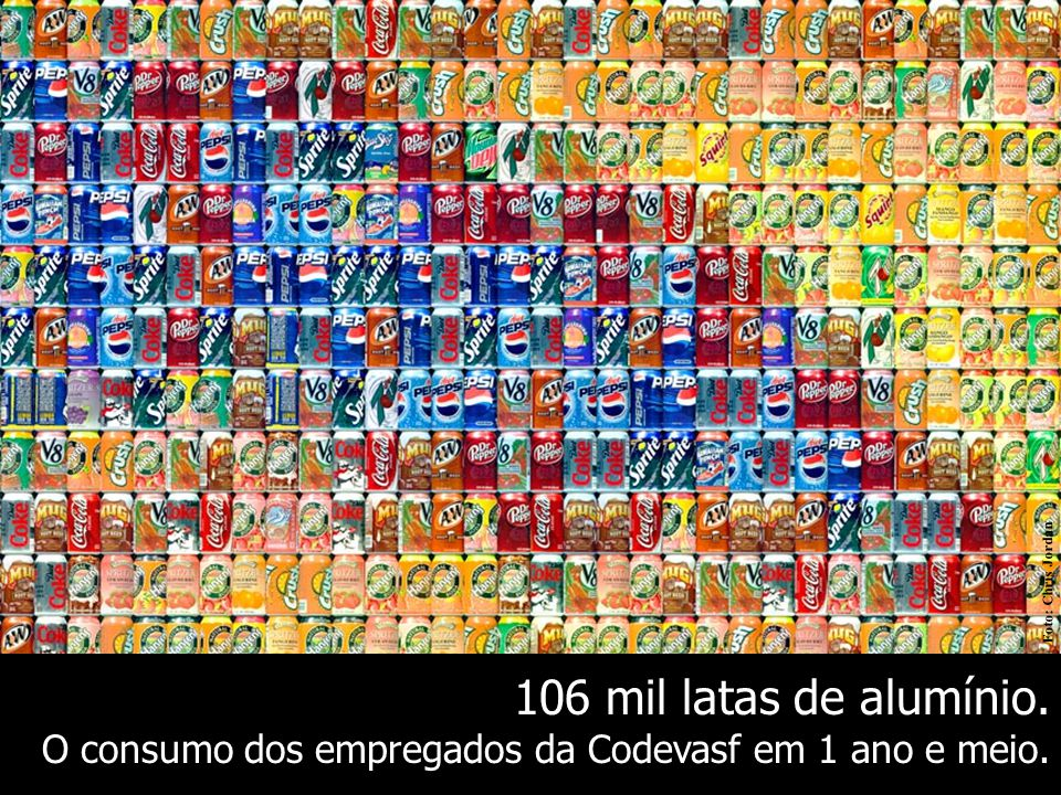 106 mil latas de alumínio. O consumo dos empregados da Codevasf em 1 ano e meio. Foto: Chris Jordan