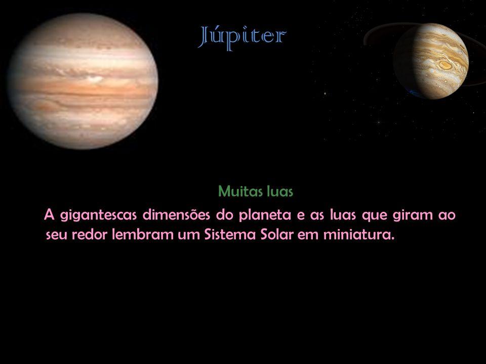 Júpiter Muitas luas A gigantescas dimensões do planeta e as luas que giram ao seu redor lembram um Sistema Solar em miniatura.