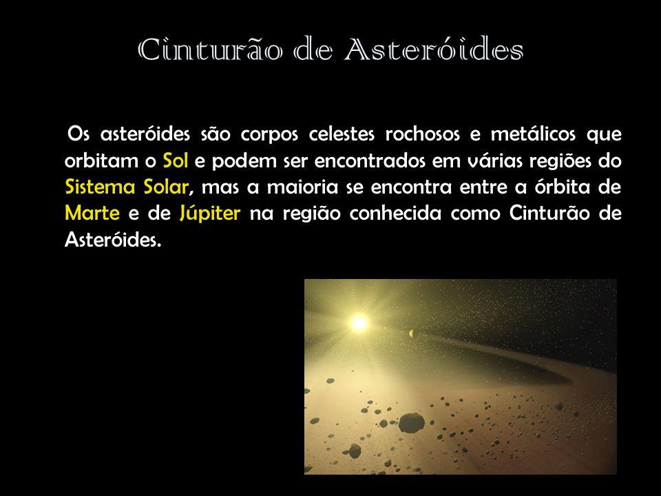 Cinturão de Asteróides Os asteróides são corpos celestes rochosos e metálicos que orbitam o Sol e podem ser encontrados em várias regiões do Sistema Solar, mas a maioria se encontra entre a órbita de Marte e de Júpiter na região conhecida como Cinturão de Asteróides.