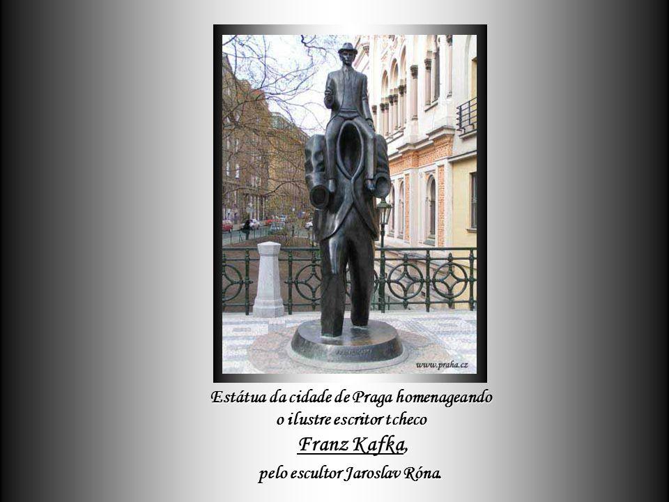 E foi de toda essa tradição tcheca - que tão bem mescla cultura com alegria de viver - que surgiram gênios iluminados como Dvorak e Smetana na Música,