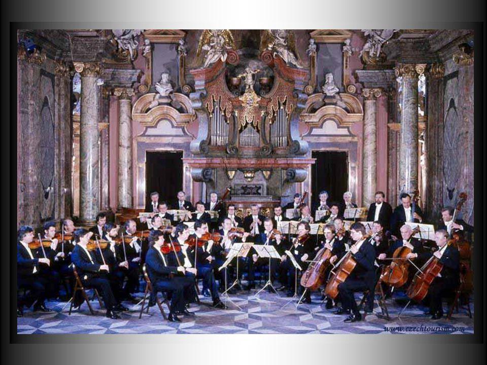 Mas é a música que tem lugar dos mais importantes na cidade, onde cada igreja, cada palácio propõe todas as noites as melodias de grandes compositores