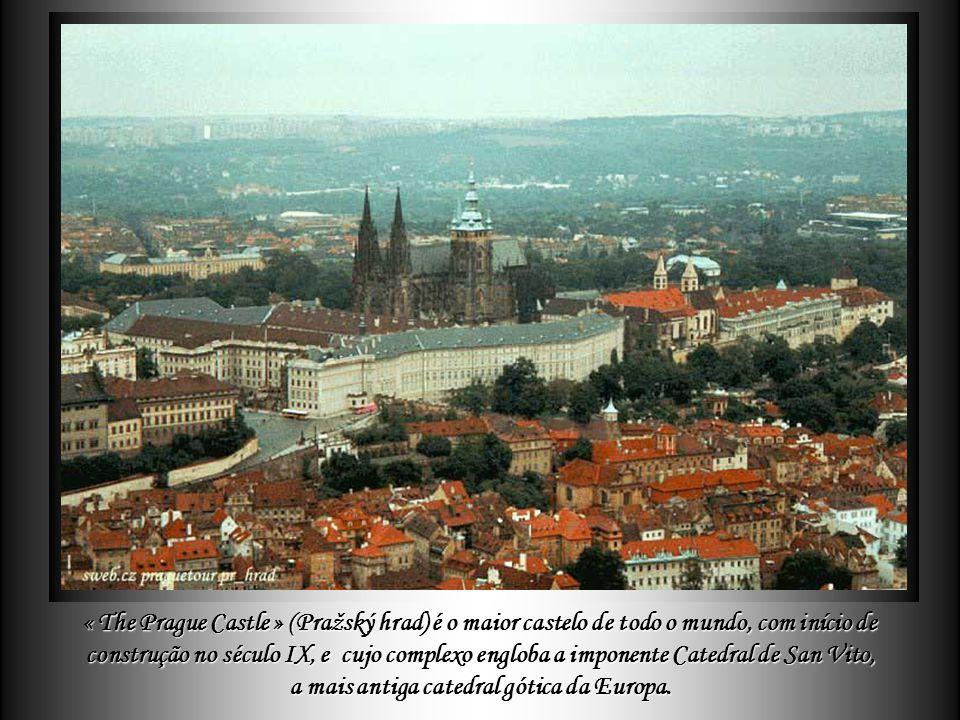 """Praga conhecida por epítetos como: """"cidade de ouro"""", """"sonho de pedra"""", Praga conhecida por epítetos como: """"cidade de ouro"""", """"sonho de pedra"""", """"cidade"""