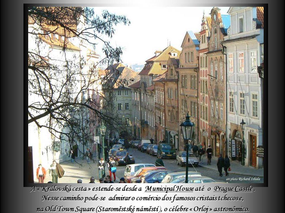 Delza Os monumentos mais importantes da cidade – alguns de mais de 10 séculos – se encontram no centro da cidade antiga, situada ao longo da « Královs