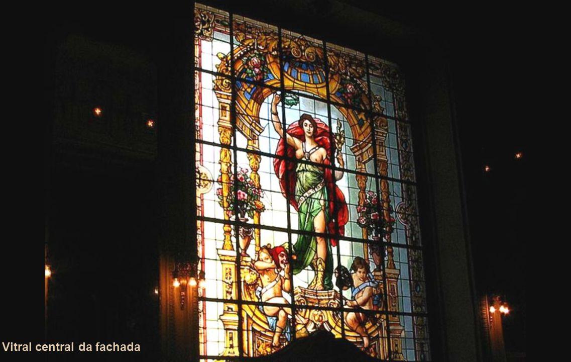 0s 03 Vitrais da fachada Criação: Fuerstein e Fugel