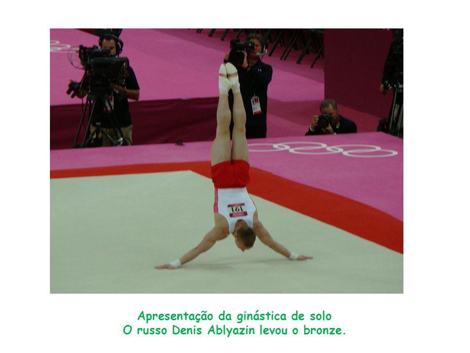 Apresentação da ginástica de solo O russo Denis Ablyazin levou o bronze.
