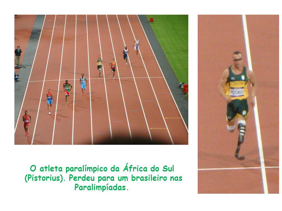 O atleta paralímpico da África do Sul (Pistorius). Perdeu para um brasileiro nas Paralimpíadas.