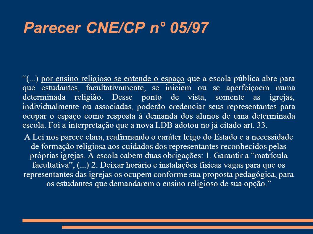 """Parecer CNE/CP n° 05/97 """"(...) por ensino religioso se entende o espaço que a escola pública abre para que estudantes, facultativamente, se iniciem ou"""