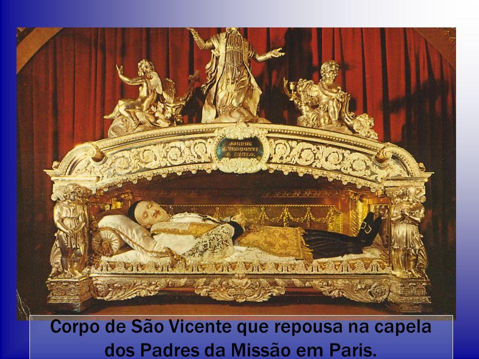 Corpo de São Vicente que repousa na capela dos Padres da Missão em Paris.