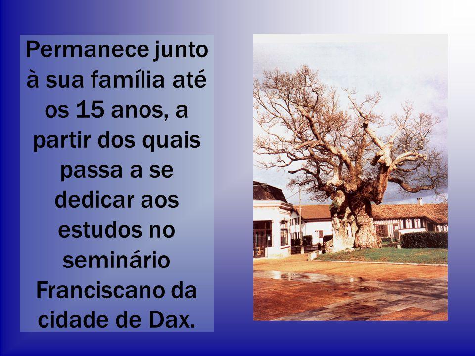Permanece junto à sua família até os 15 anos, a partir dos quais passa a se dedicar aos estudos no seminário Franciscano da cidade de Dax.