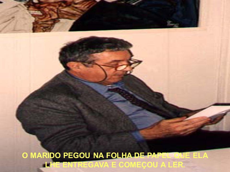 O MARIDO PEGOU NA FOLHA DE PAPEL QUE ELA LHE ENTREGAVA E COMEÇOU A LER.