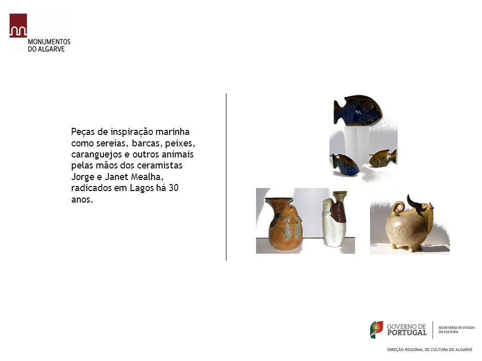 Peças de inspiração marinha como sereias, barcas, peixes, caranguejos e outros animais pelas mãos dos ceramistas Jorge e Janet Mealha, radicados em La