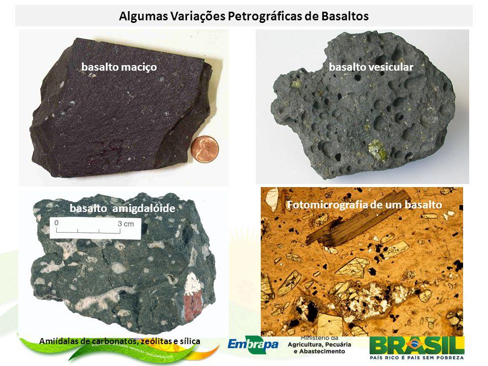 Algumas Variações Petrográficas de Basaltos basalto maciçobasalto vesicular basalto amigdalóide Fotomicrografia de um basalto Amiídalas de carbonatos, zeólitas e sílica