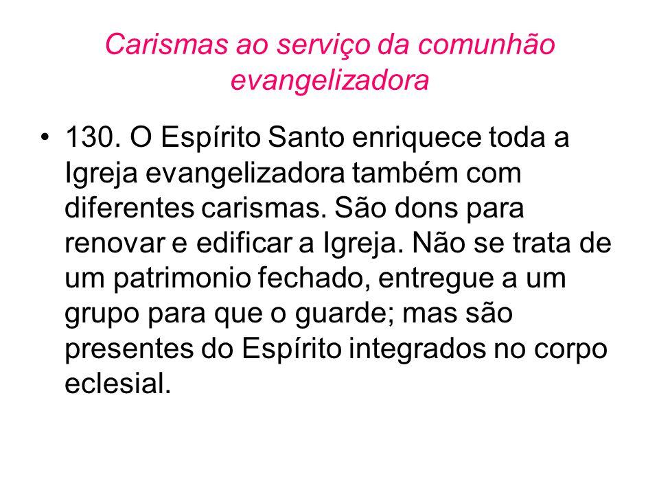 Carismas ao serviço da comunhão evangelizadora •130. O Espírito Santo enriquece toda a Igreja evangelizadora também com diferentes carismas. São dons