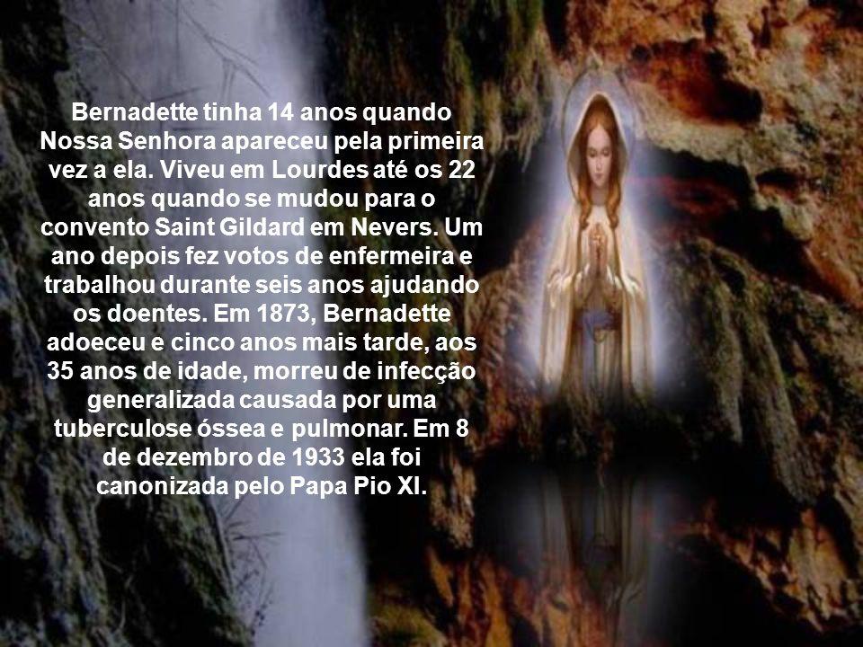 E assim se dá a procissão em Lourdes, na qual o Cristo na Eucaristia vai passando, abençoando os doentes, anunciando e realizando desta forma uma salv