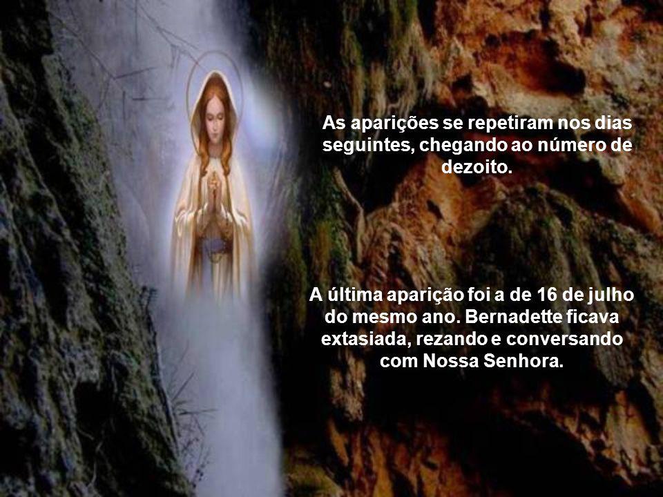 Nossa Senhora estava ali, vestida de branco, faixa azul, terço na mão, convidando-a a rezar. Assim, o instrumento que a Virgem escolheu para falar ao