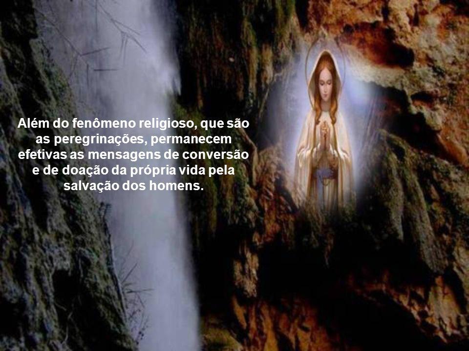 A mensagem que a Virgem queria transmitir ao mundo era a conversão dos pecadores pela oração e penitência. O milagre perene de Lourdes é a Eucaristia.