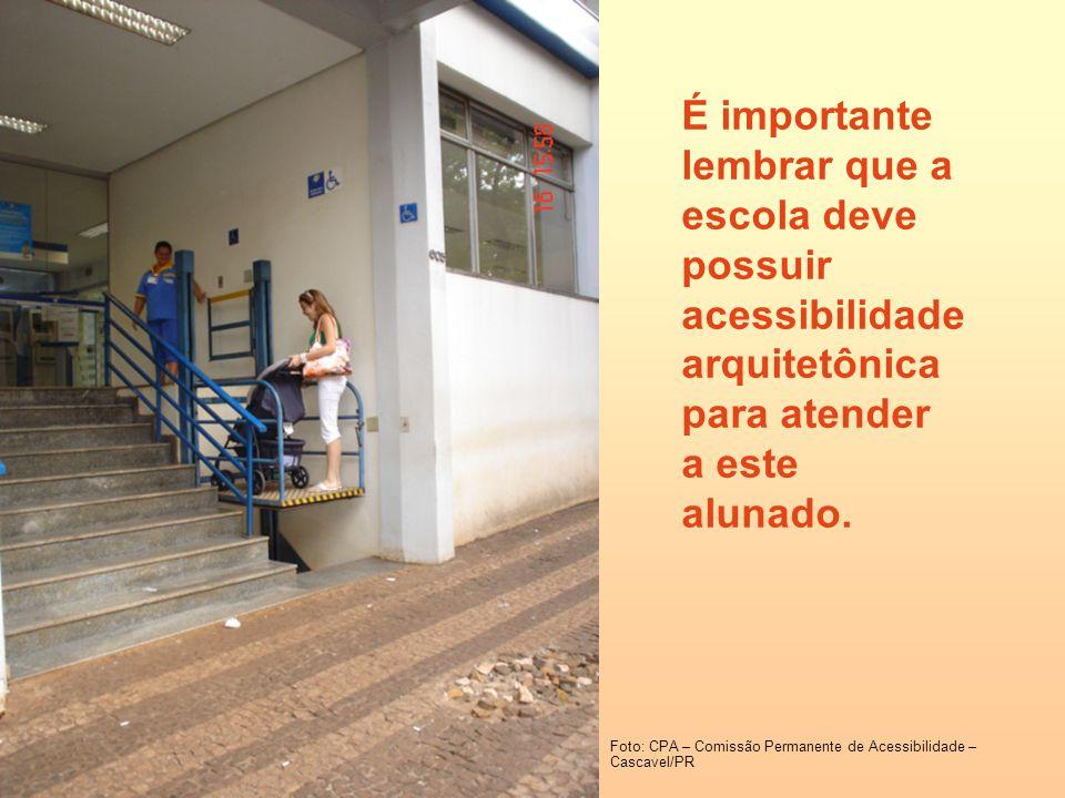É importante lembrar que a escola deve possuir acessibilidade arquitetônica para atender a este alunado. Foto: CPA – Comissão Permanente de Acessibili