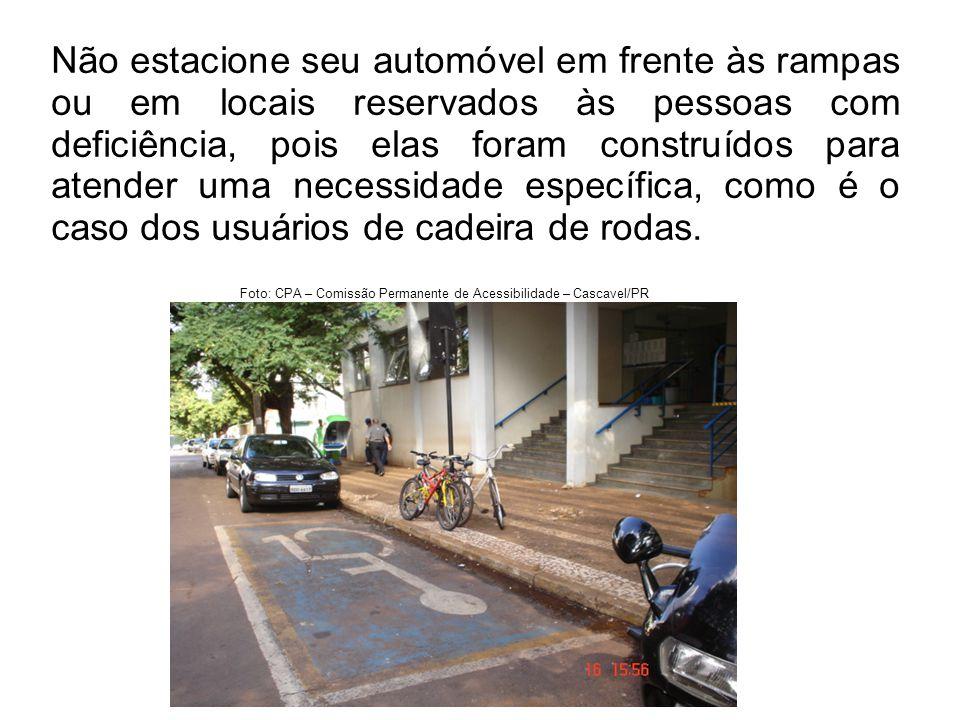 Não estacione seu automóvel em frente às rampas ou em locais reservados às pessoas com deficiência, pois elas foram construídos para atender uma neces