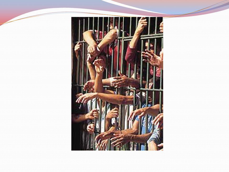 Vista do pátio destinado aos detentos que cumprem pena em regime fechado no Centro de Detenção em Santa Luzia, MG.