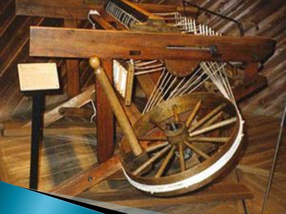  Richard Arkwright;  Movida a água;  Bastante econômica;  Produzia fios grossos;