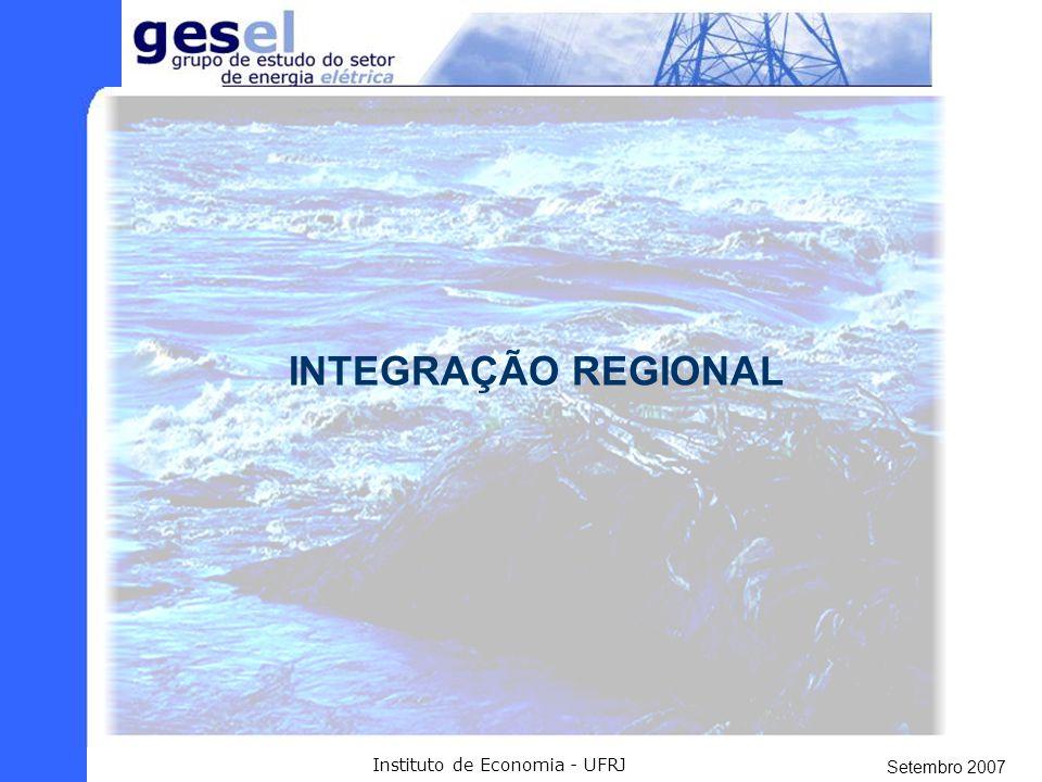 Setembro 2007 Instituto de Economia - UFRJ GERAÇÃO - A UHE Santo Antônio tem potência de: 3.150 MW (2.140 MW médios). Área Inundada x Potência Instala