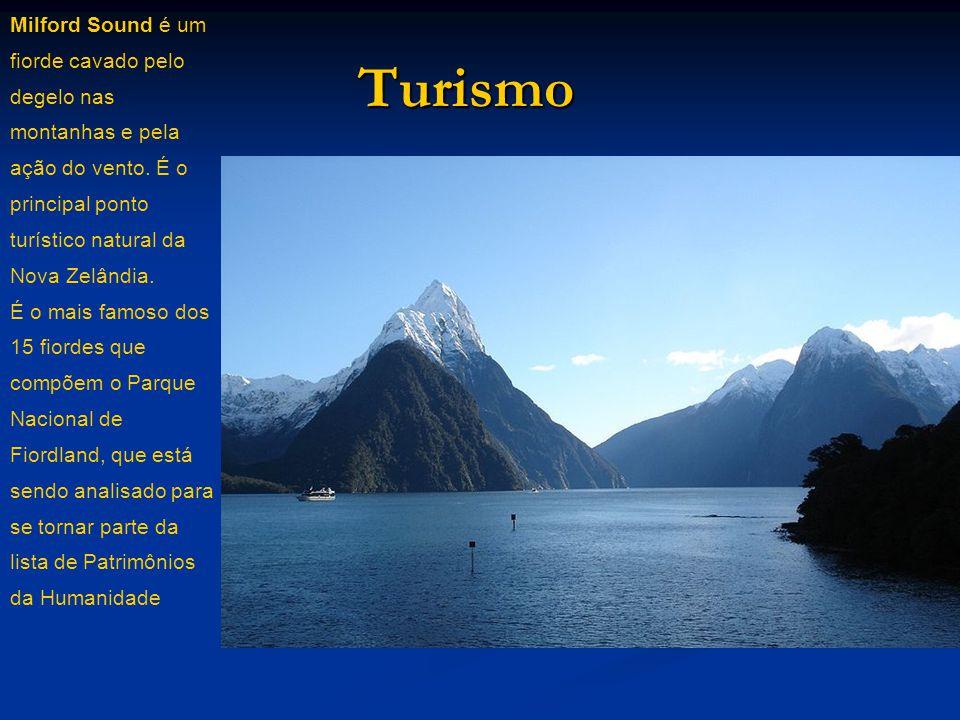 Turismo Milford Sound é um fiorde cavado pelo degelo nas montanhas e pela ação do vento. É o principal ponto turístico natural da Nova Zelândia. É o m