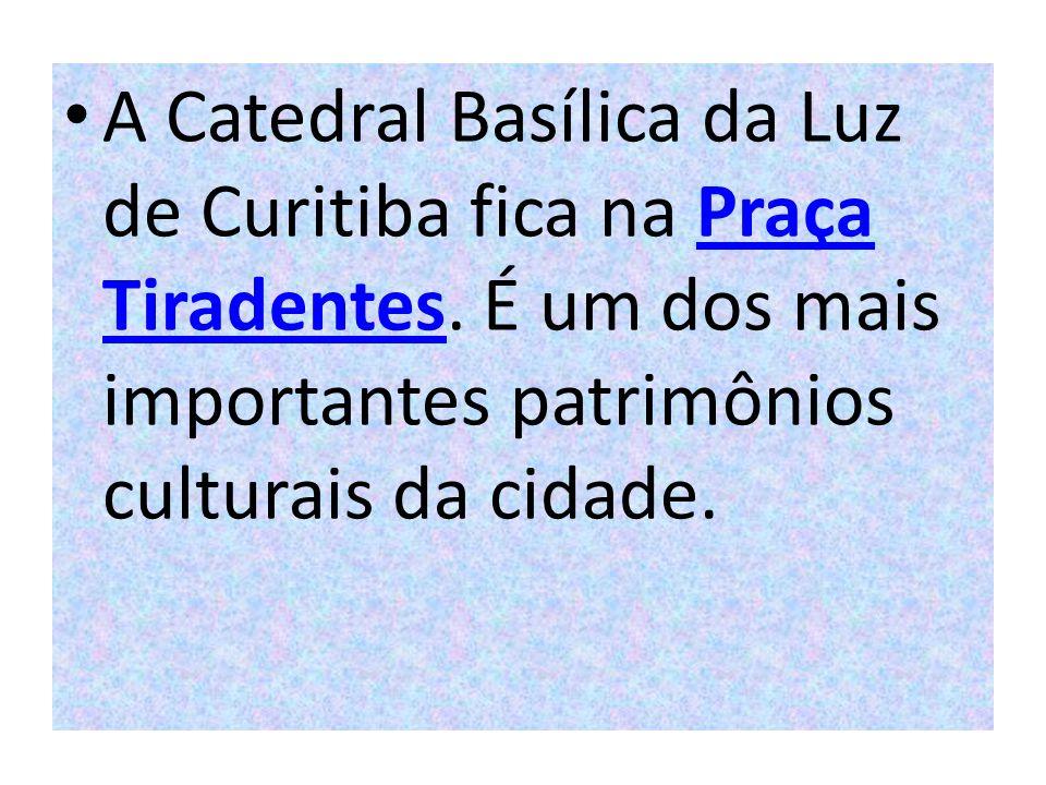 A Catedral Basílica da Luz de Curitiba fica na Praça Tiradentes. É um dos mais importantes patrimônios culturais da cidade.Praça Tiradentes