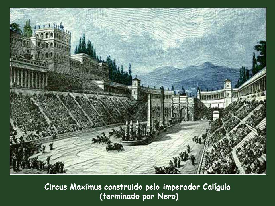 Circus Maximus construido pelo imperador Calígula (terminado por Nero) Obelisco