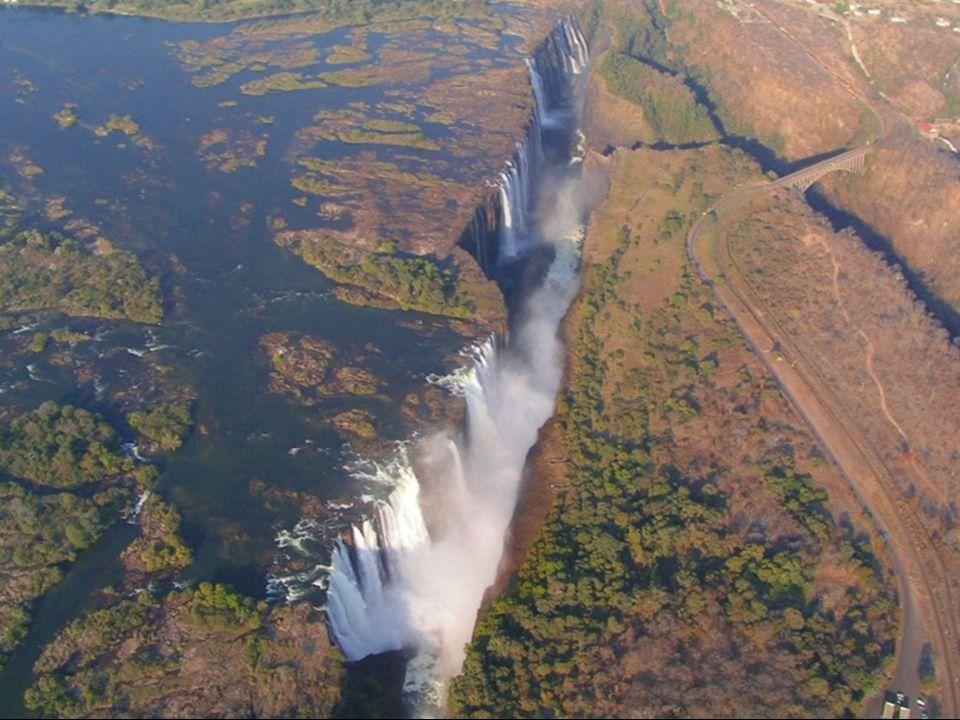 David Livingstone, o explorador escocês, visitou a cascata em 1855 e a batizou com o nome da raínha Victoria. Ela ainda é conhecida, no local, como Mo