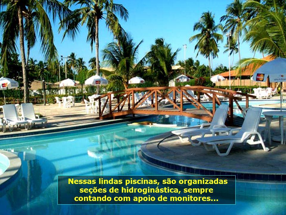 A maravilhosa área das piscinas, para todas as idades, em meio aos coqueirais...