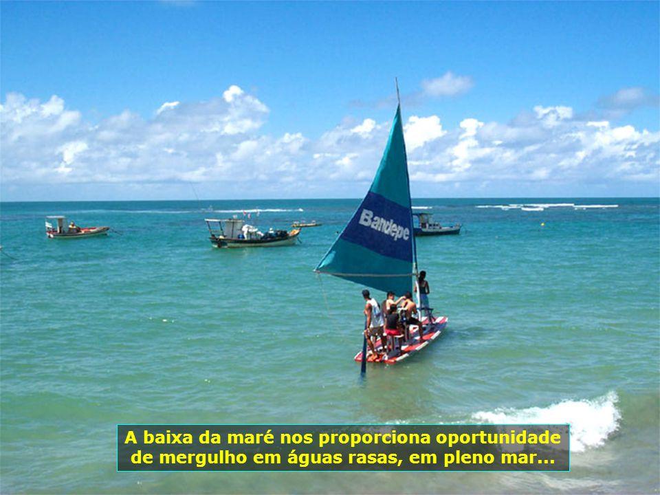 Amplos... Outros passeios alternativos são oferecidos aos hóspedes, como este até Porto de Galinhas, com suas piscinas naturais...