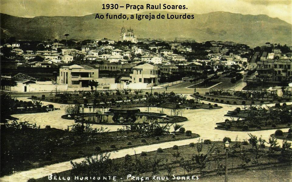 1930 – Praça Raul Soares. Ao fundo, a Igreja de Lourdes