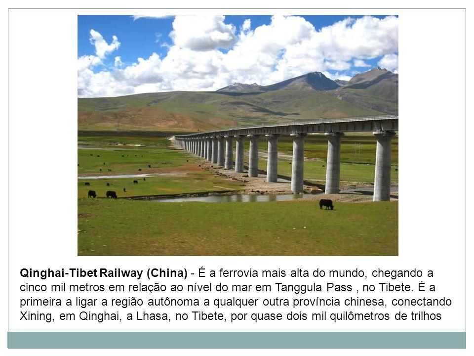 Qinghai-Tibet Railway (China) - É a ferrovia mais alta do mundo, chegando a cinco mil metros em relação ao nível do mar em Tanggula Pass, no Tibete.