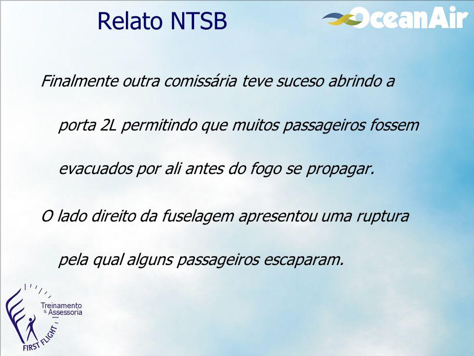Relato NTSB Finalmente outra comissária teve suceso abrindo a porta 2L permitindo que muitos passageiros fossem evacuados por ali antes do fogo se pro