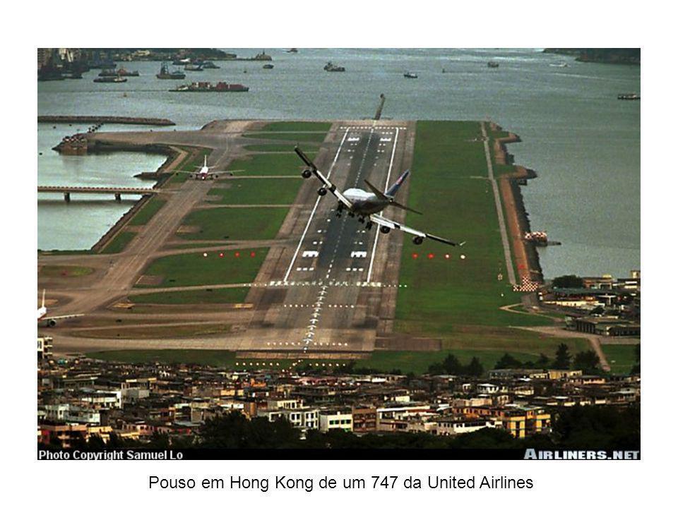 Pouso em Hong Kong de um 747 da United Airlines