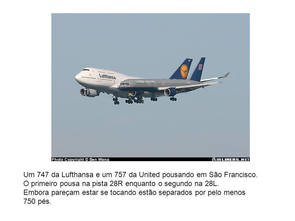 Um 747 da Lufthansa e um 757 da United pousando em São Francisco. O primeiro pousa na pista 28R enquanto o segundo na 28L. Embora pareçam estar se toc