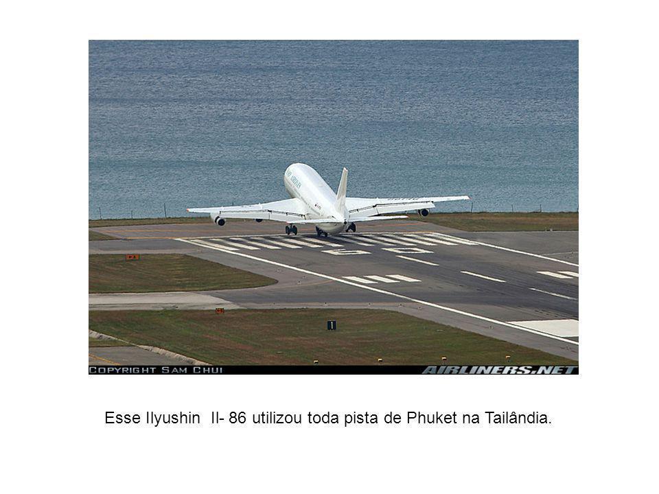 Esse Ilyushin Il- 86 utilizou toda pista de Phuket na Tailândia.