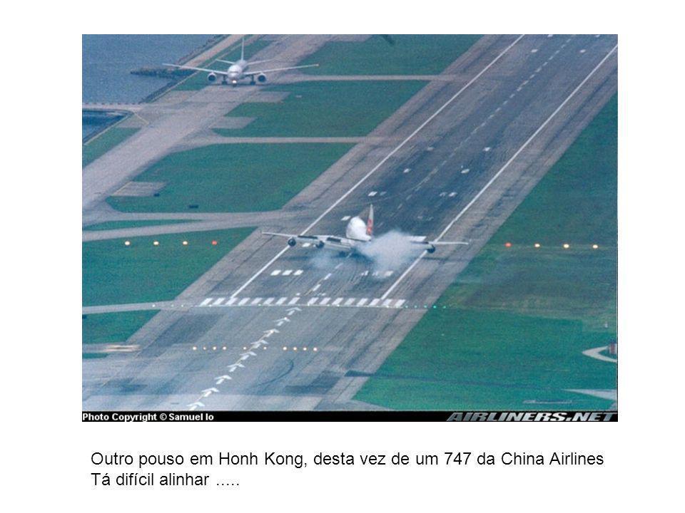 Outro pouso em Honh Kong, desta vez de um 747 da China Airlines Tá difícil alinhar.....