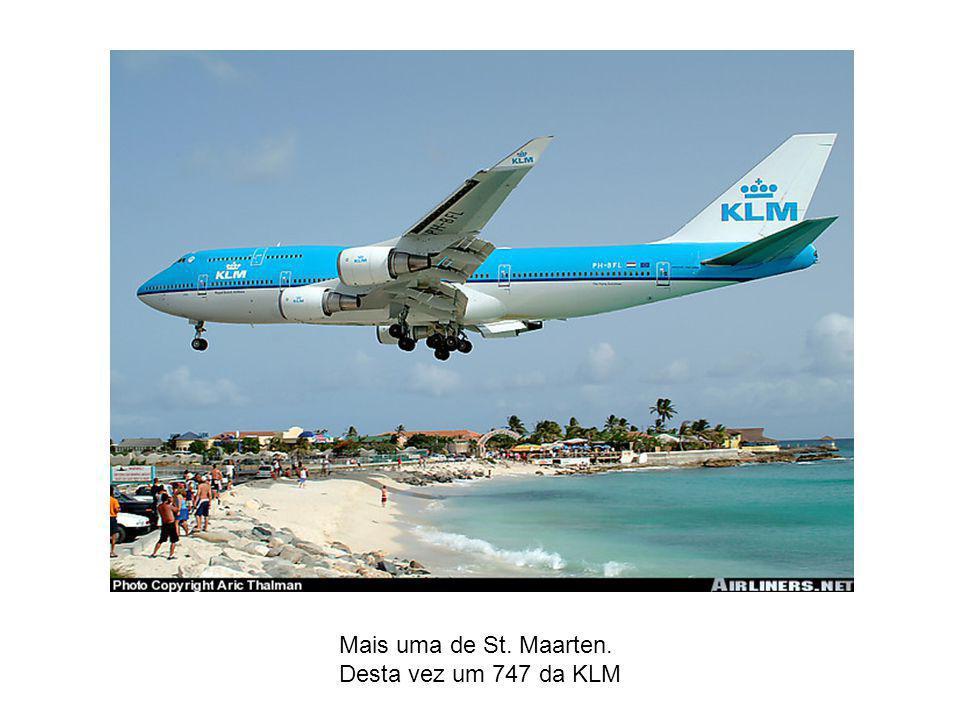 Um Boeing 727 da SAHSA pousa em Tegucigalpa – Honduras A pista lembra Floripa.