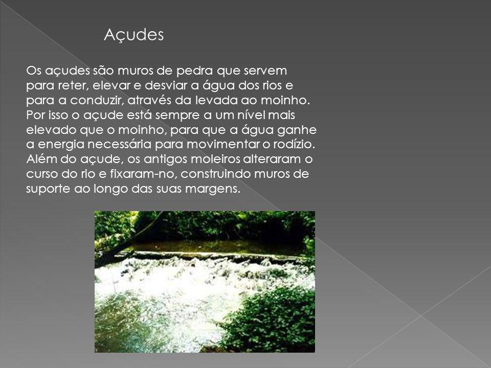 Os açudes são muros de pedra que servem para reter, elevar e desviar a água dos rios e para a conduzir, através da levada ao moinho. Por isso o açude