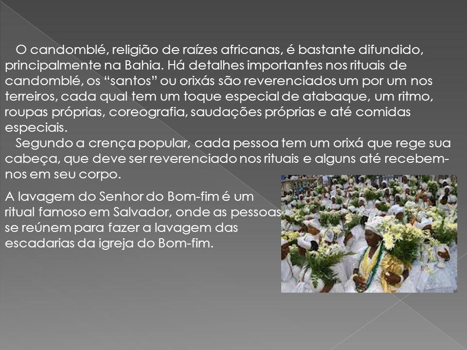 """O candomblé, religião de raízes africanas, é bastante difundido, principalmente na Bahia. Há detalhes importantes nos rituais de candomblé, os """"santos"""