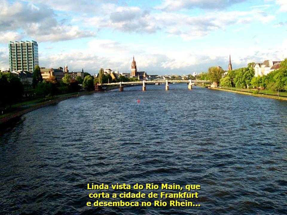 A bela e moderna Frankfurt, toda reconstruída após a guerra, onde 90% da cidade foi destruída pelos ataques aliados...