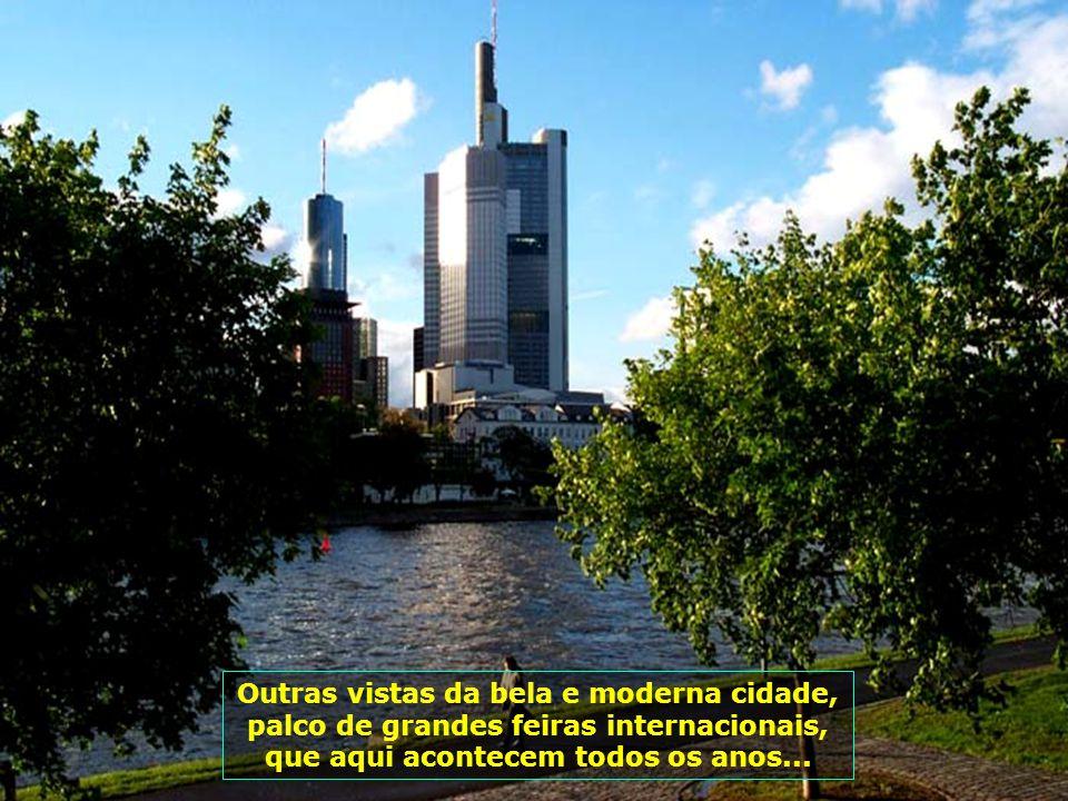 Linda vista do Rio Main, que corta a cidade de Frankfurt e desemboca no Rio Rhein...