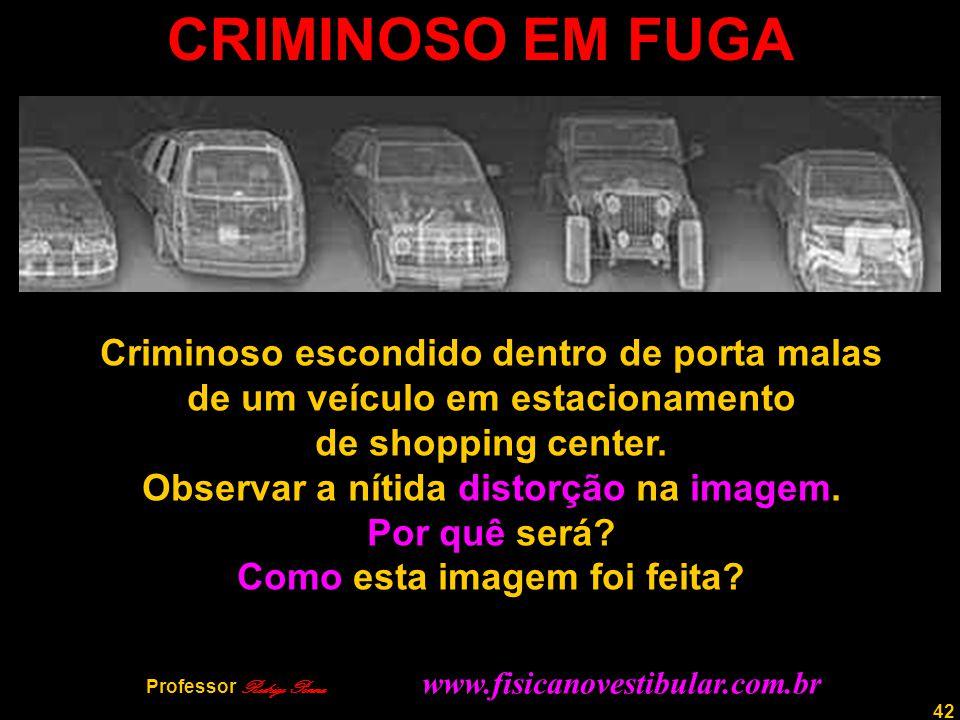 42 CRIMINOSO EM FUGA Criminoso escondido dentro de porta malas de um veículo em estacionamento de shopping center. Observar a nítida distorção na imag