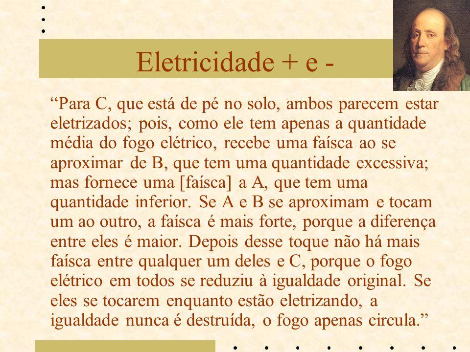 """Eletricidade + e - """"Para C, que está de pé no solo, ambos parecem estar eletrizados; pois, como ele tem apenas a quantidade média do fogo elétrico, re"""