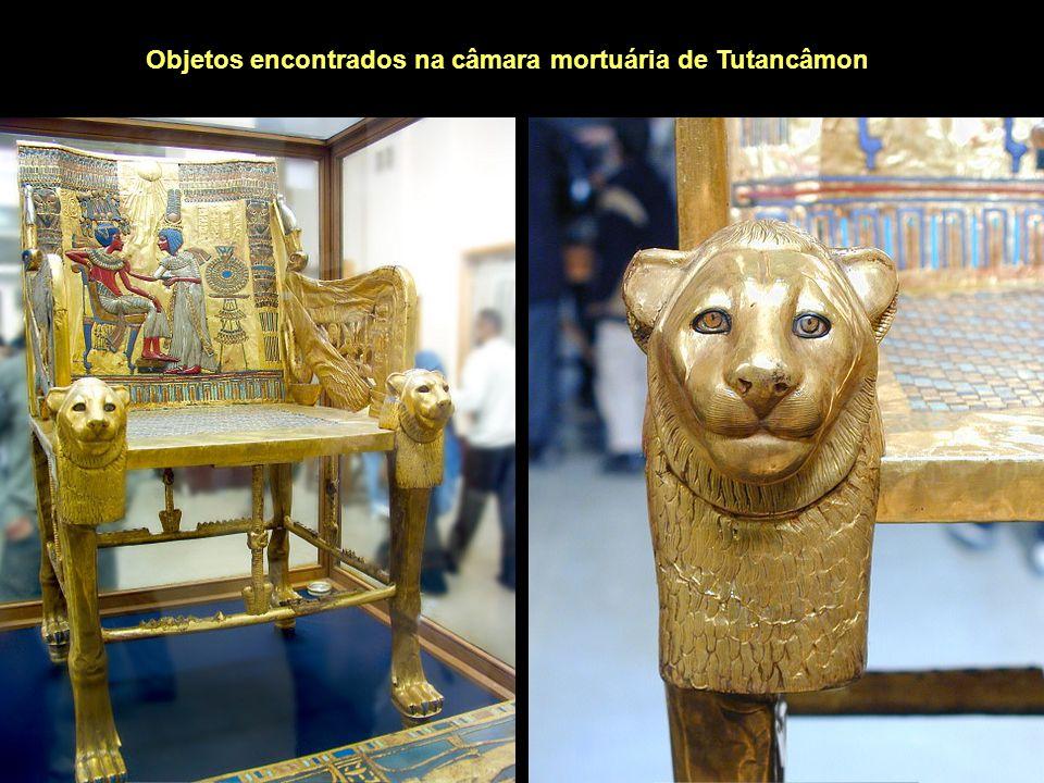 Objetos encontrados na câmara mortuária de Tutancâmon