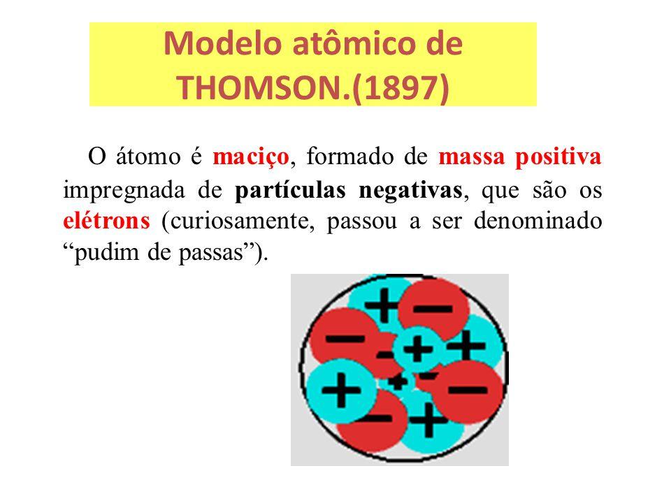Modelo atômico de THOMSON.(1897) O átomo é maciço, formado de massa positiva impregnada de partículas negativas, que são os elétrons (curiosamente, pa